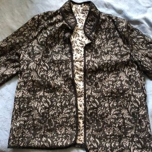 Beautiful jacquard reversible jacket.